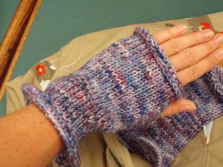 Koigu_fingerless_mits_hand